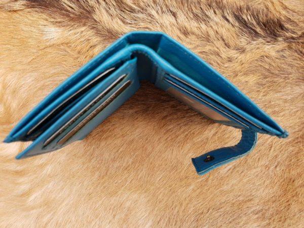 Kleine aqua blauwe lederen portemonnee voor geld en pasjes