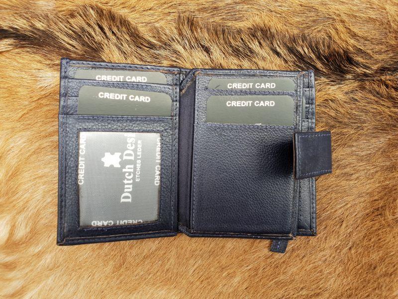fb5d9ef3ac9 Kleine blauwe lederen portemonnee voor geld en pasjes