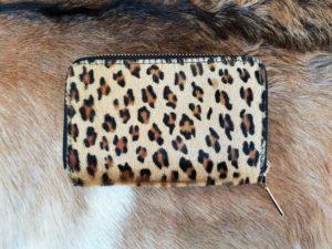 Super leuke dames portemonnee in mooie koeienhuid met panterprint