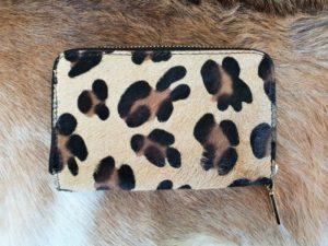 Dames portemonnee in mooie koeienhuid met jaguar print