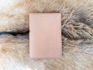 Lederen mapje voor paspoort en belangrijke documenten, camel
