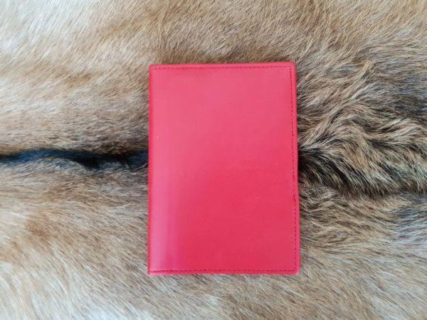 Lederen mapje voor paspoort en belangrijke documenten, rood