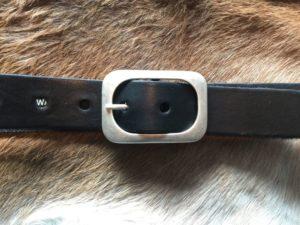 Hippe zwarte riem met ronde gesp van rund leder, 4cm
