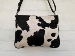 Ruime soepele lederen tas met mooie koeienhuid in leuke kleuren en printen