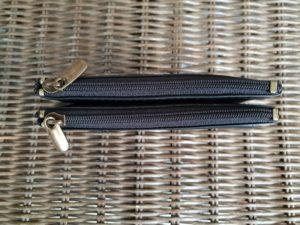 Extra ruime lederen sleutelhanger met 4 ijzeren ringen en 2 aparte ruime ritsvakken