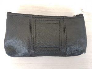 Gemakkelijk lederen tasje of sleutelhanger met lederen lus voor aan je riem te hangen
