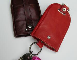 Lederen sleutelhanger met trekkoord, klok model