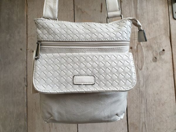 Hippe grijze tas met gevlochten print en verstelbare riem