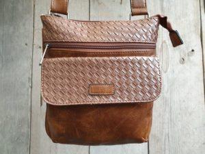 Hippe bruine tas met gevlochten print en verstelbare riem