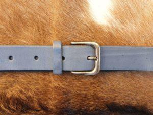 Sterke lederen riem met nikkelvrije gesp, jeans blauw