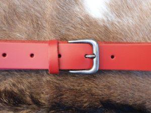 Sterke lederen riem met nikkelvrije gesp, rood