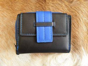 Compacte en toch ruime portemonnee in leuke kleuren, blauw