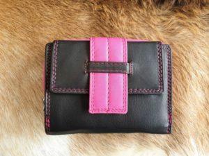 Compacte en toch ruime portemonnee in leuke kleuren, roze
