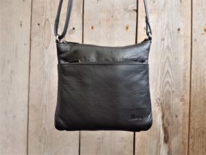 Metz tasje van mooi en soepel leder, vierkant, zwart