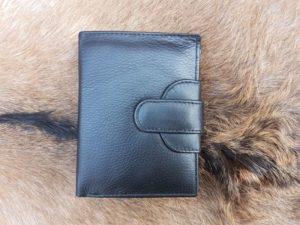 Lederen compacte portemonnee afgesloten met drukkers, zwart leder