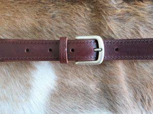 Donker bruine nerf lederen pantalon riem met nikkelvrije gesp