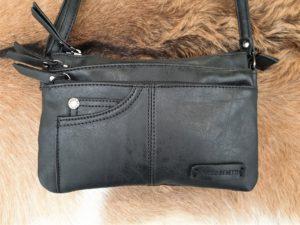 Zwart schoudertasje, klein en toch ruim met veel rits vakken